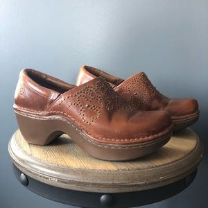 ariat brown studded clog 21231